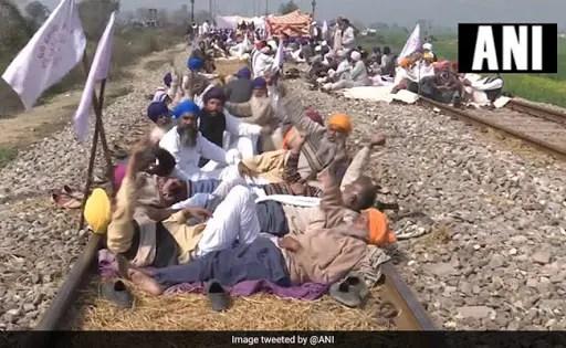 पंजाब में किसान भाई से हटे, जल्द ही ट्रेन सेवा शुरू की जाएंगी: रेलवे