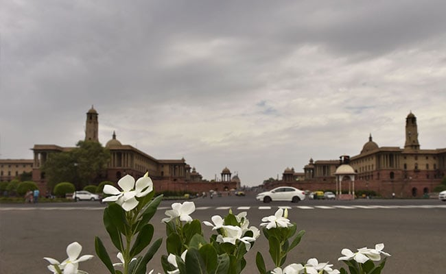 Cloudy Sky, Light Rain Keep Mercury Below 40 Degree Celsius In Delhi