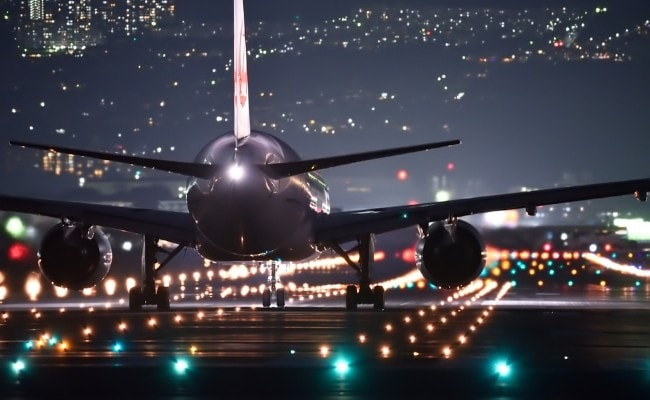 Saudi Suspends UAE Flights Due To Virus Variant