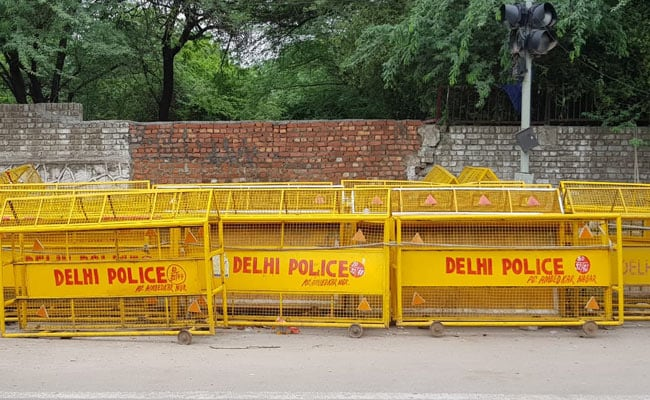 Authorities Official, One other Man Arrested For Supplying Unlawful Weapons: Delhi Police