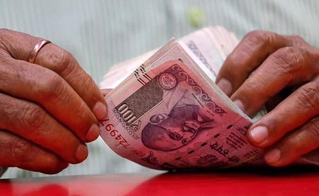 रुपये में लगातार दूसरे दिन गिरावट, डॉलर के मुकाबले 28 पैसे की गिरावट 72.90 पर