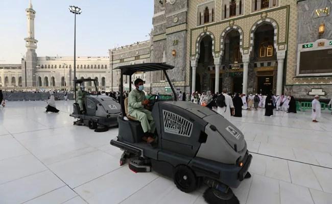 Saudi Says Only 'Immunised' Pilgrims Allowed In Mecca During Ramadan