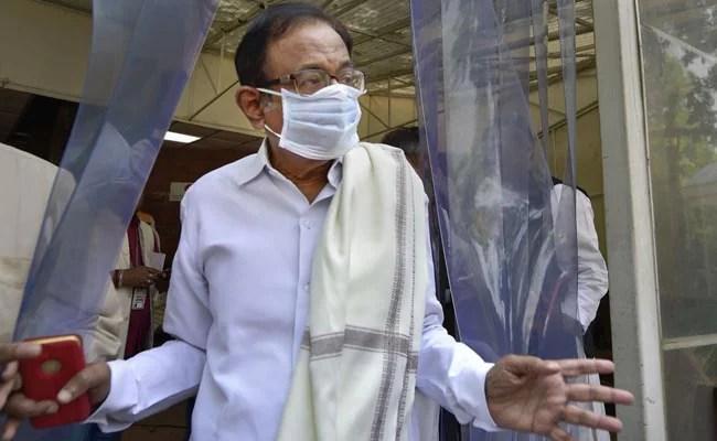 'चिकित्सीय सुविधा की कमी': घटते मामलों, बढ़ती मौतों पर पी चिदंबरम