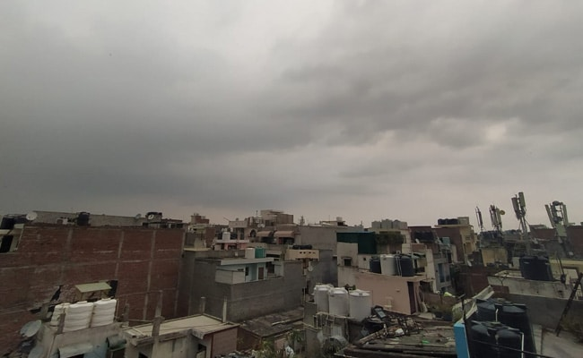 Night Rain In Delhi Brings Reduction From Summer time Warmth For Residents