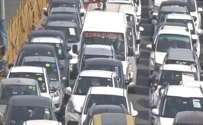 विशाल जैम के रूप में गाजियाबाद की सील के साथ दिल्ली फिर से वायरस स्पाइक पर