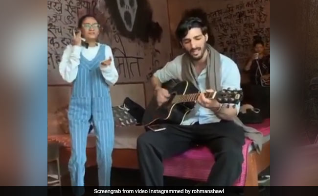 Here's What Happened When Sushmita Sen's Boyfriend Rohman Shawl Visited Her On The Sets Of Aarya For The First Time