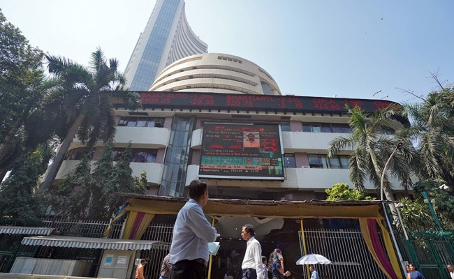 Sensex Ends 460 Points Higher After RBI Holds Rates Steady