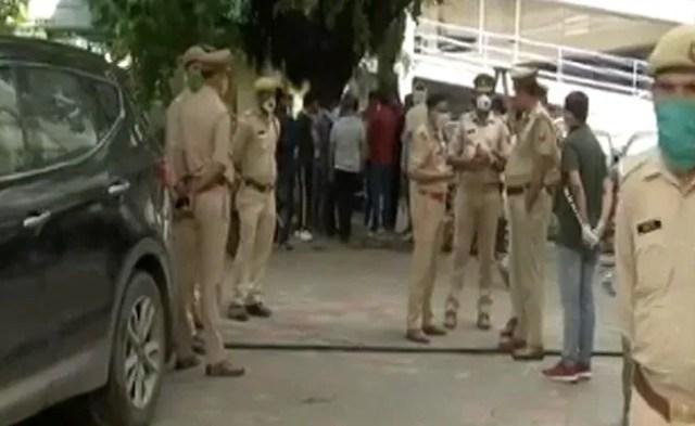 पत्रकार की दिल्ली के पास उनकी बेटियों के सामने गोली मारकर हत्या