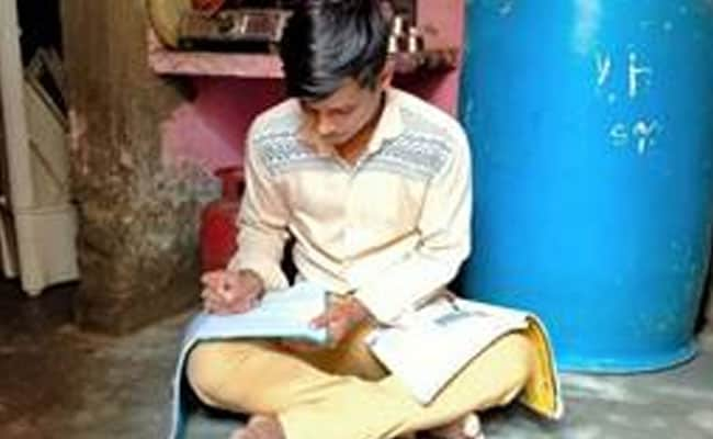 He Washed Cars At 4 AM To Make Ends Meet, Scores 91.7% In Class 12
