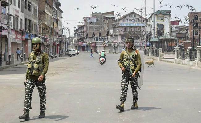 केंद्र शासित प्रदेश के एक साल बाद कश्मीर में कर्फ्यू, धारा 370 टूटी