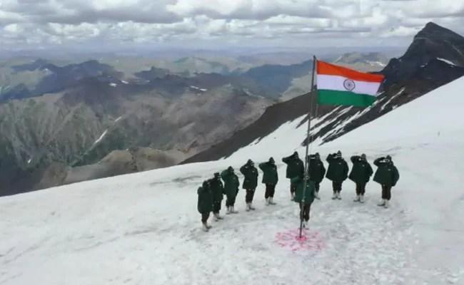 देखें: भारतीय सैनिकों ने जम्मू-कश्मीर के गुरेज़ में झंडा बुलंद किया।