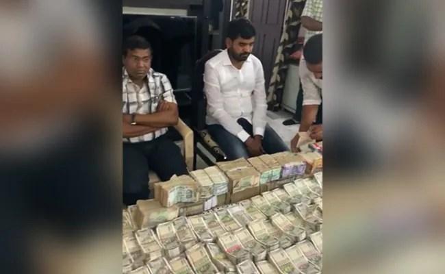 1.1 करोड़ रुपये, नकद, तेलंगाना जिला अधिकारी के घर से बरामद