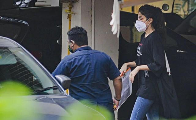 मुंबई में आरएईए चक्रवर्ती को गिरफ्तार करने की प्रक्रिया