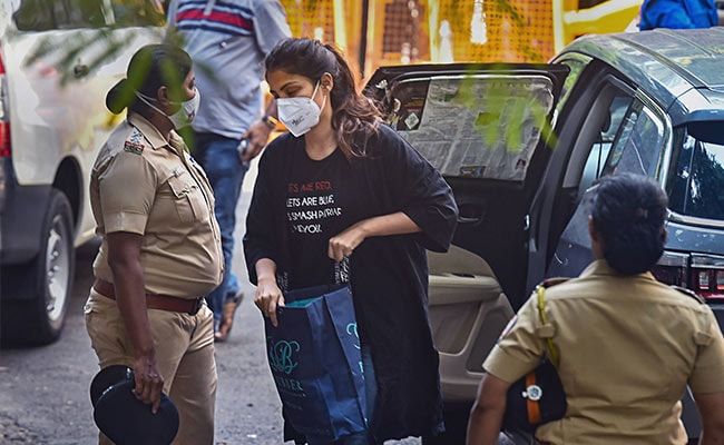 Rhea Chakraborty Knew Of 'Every Drug Delivery, Payment', Says Agency