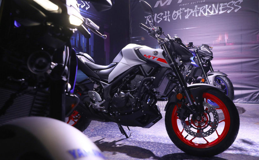 The 2020 Yamaha MT-25 for Malaysia is offered in 2 colours - Ice Fluo and Yamaha Blue