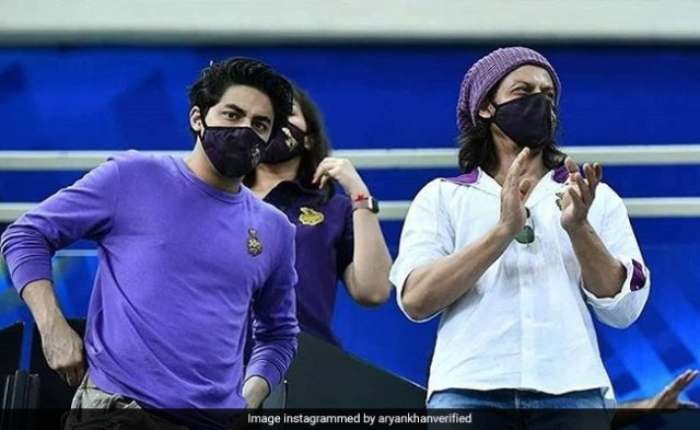 IPL 2020: Shah Rukh Khan, Aryan And Gauri Was At KKR Vs RR Match In Dubai. Twitter Floored By Actor's 'New Look'