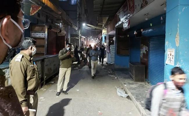दिल्ली: क्वारंटाइन लीव न देने पर नर्सिंग स्टाफ आंदोलन की तैयारी में, दो बाजार सील किए गए