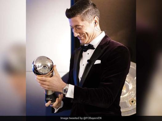 Robert Lewandowski, Lucy Bronze Win FIFA Player Of The Year Awards |  Football News