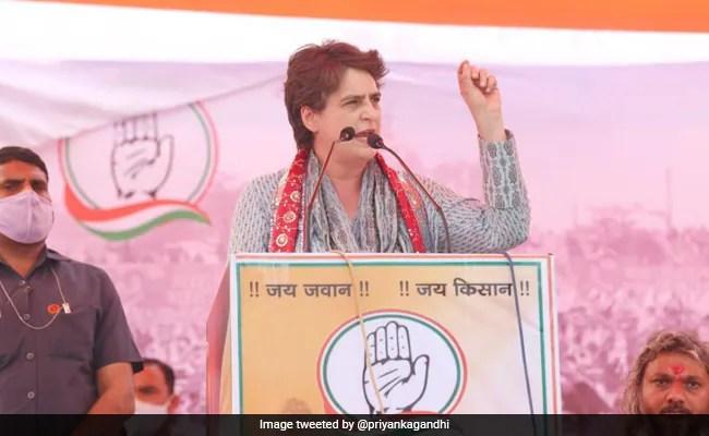 रेप पीड़िता की मां की नारेबाजी के बाद प्रियंका गांधी वाड्रा ने रोका भाषण...