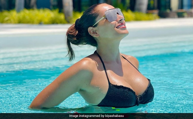 Bipasha Basu Gets Baking For A Buddy. Find Out Who Had Her Crunchy Cookies | Latest News Live | Find the all top headlines, breaking news for free online April 29, 2021
