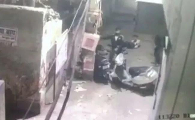 सीसीटीवी में कैद: डबल मर्डर ऑन दिल्ली स्ट्रीट, आरोपी बनाए गए छुरा