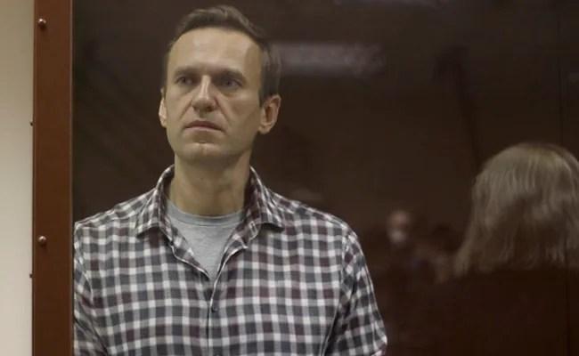 Jailed Kremlin Critic Losing Sensation In Hands: Lawyer