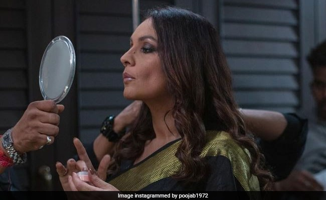 Bombay Begum Pooja Bhatt Found The Perfect Mirror Quote For This BTS Pic