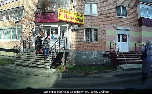 Caught On Camera: Two Women Have Lucky Escape After Balcony Collapses On Them | Latest News Live | Find the all top headlines, breaking news for free online April 27, 2021