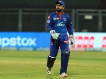 RR vs DC: Rishabh Pant Fumbles Easy Run-Out Chance As Delhi Capitals Go Down To Rajasthan Royals. Watch | Cricket News