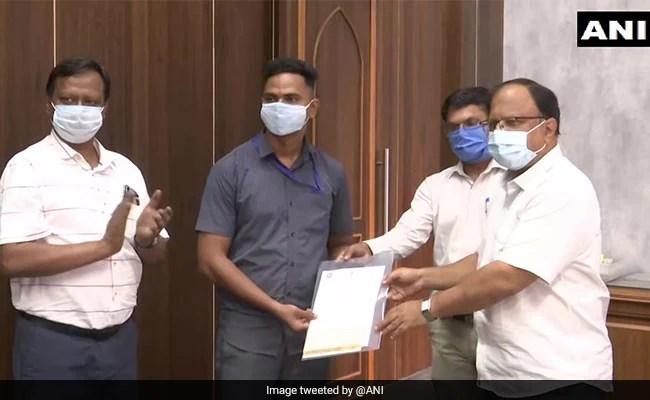 Gautam Adani, R Madhavan And Others Praise Railway Employee Who Saved A Child