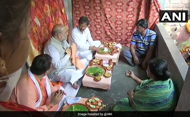 Ahead Of 4th Phase Of Bengal Polls, Amit Shah Lunches At Rickshaw Puller's Home