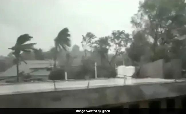 चक्रवात यास लैंडफॉल से आगे, ओडिशा और पश्चिम बंगाल में बारिश का अनुभव।  तस्वीरें देखें
