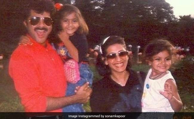पापा अनिल, मॉम सुनीता और बहन रिया के साथ सोनम कपूर की बचपन की तस्वीर के लिए शब्दों की जरूरत नहीं