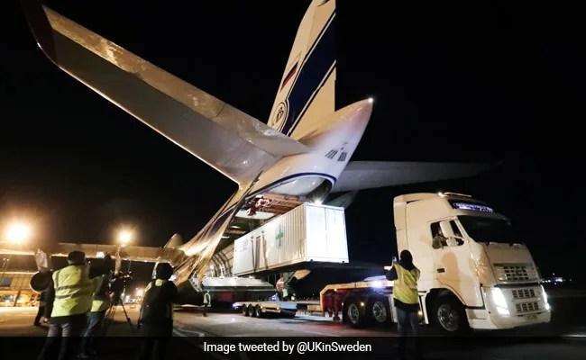 दुनिया के सबसे बड़े कार्गो प्लेन ने UK से भरी उड़ान, भारत ला रहा 3 ऑक्सीजन प्लांट और 1000 वेंटिलेटर