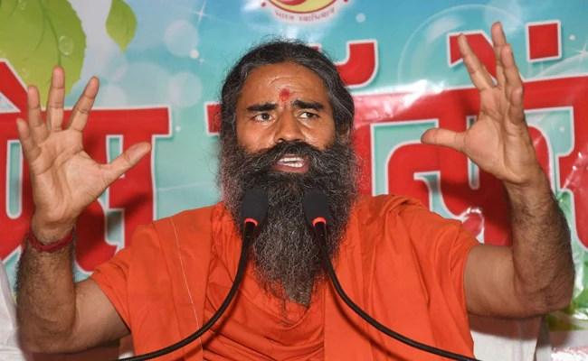 रामदेव म्हणाले की कोविड लस घ्यावी, डॉक्टरांना 'देवाचे दूत'