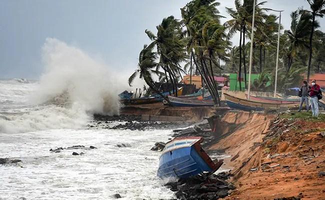 चक्रवात Tauktae LIVE Updates: बहुत भीषण चक्रवाती तूफान और तेज होने की संभावना, मौसम कार्यालय को दी चेतावनी