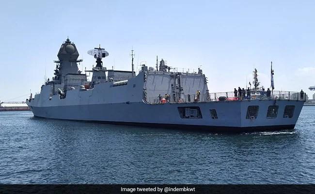 भारतीय नौसेना के जहाज तरल चिकित्सा ऑक्सीजन लाने के लिए कुवैत पहुंचते हैं