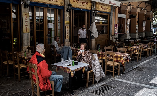 Greek Restaurants Reopen Terraces After 6-Month Shutdown Due To Covid