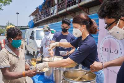 Sunny Leone Offers 10000 Meals To Poor COVID Affected People