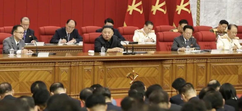 उत्तर कोरिया के किम जोंग उन ने सत्तारूढ़ दल के अनुशासन को कड़ा किया, पोलित ब्यूरो के नए सदस्यों की नियुक्ति की