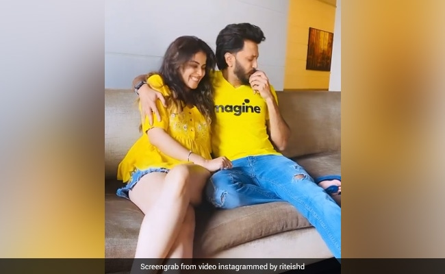 If You Think Riteish Deshmukh Is Kissing Genelia D'Souza's Hand, Look Again