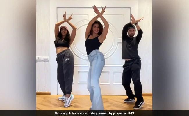'पानी पानी' सॉन्ग पर Jacqueline Fernandez का जोरदार डांस, बार-बार देखा जा रहा Video