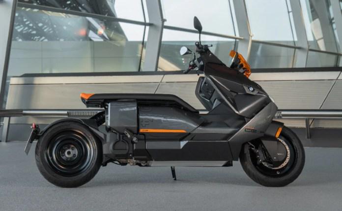 बीएमडब्ल्यू सीई 04 की अधिकतम गति 120 किमी प्रति घंटा है और अधिकतम 130 किमी रेंज है