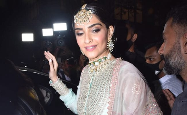At Rhea Kapoor's Wedding, Sister Of The Bride Sonam Was In Her Festive Best