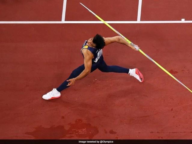 देखें: नीरज चोपड़ा ने फेंका जिसने भारत को एथलेटिक्स में पहला ओलंपिक स्वर्ण दिलाया