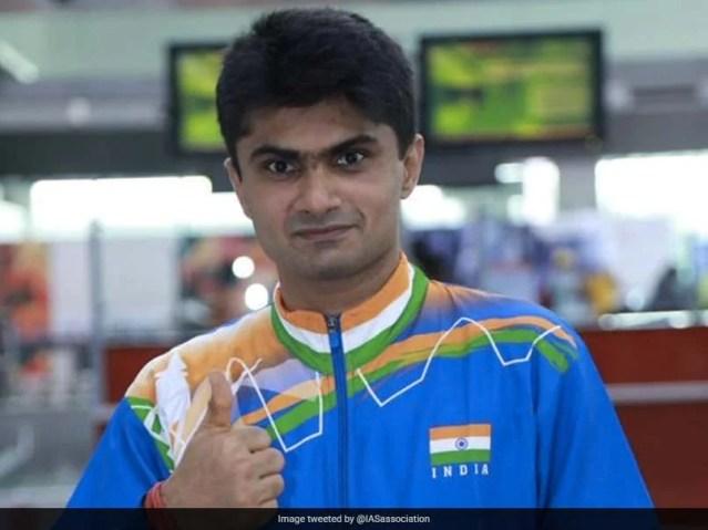 टोक्यो पैरालिंपिक: सुहास यतिराज बैडमिंटन पुरुष एकल (एसएल 4) फाइनल में पहुंचे, भारत को कम से कम रजत का आश्वासन दिया