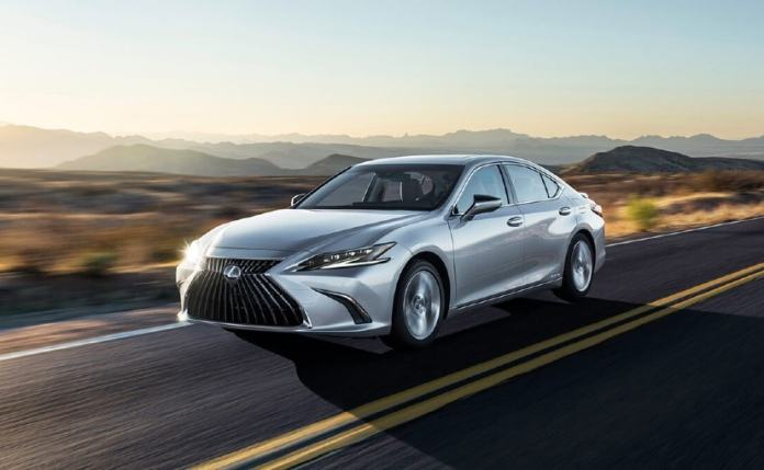 The 2021 Lexus ES Facelift gets minor cosmetic tweaks notably the new spindle grille & slimmer headlamps