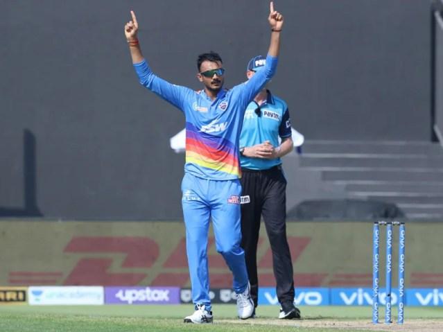 दिल्ली कैपिटल्स अक्षर पटेल 2011 के बाद से आईपीएल में यह उपलब्धि हासिल करने वाले पहले स्पिनर बने