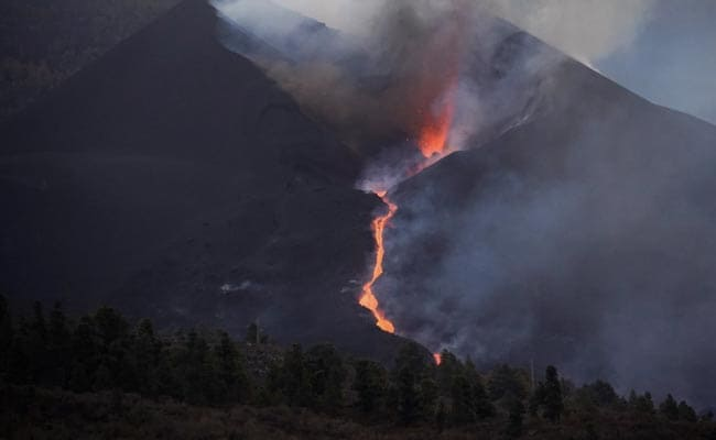 Thousands Freed From Spain's La Palma Lockdown As Volcano Cloud Passes