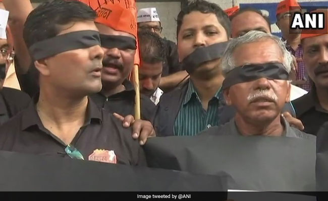 Maharashtra Bandh LIVE Updates: Protesters Cover Eyes, Mouth With Black Ribbons In Mumbai